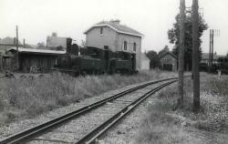 Montcornet gare 4 filles de rails 2 vapeurs 74 75 ex ca 1965 mozaive coll pereve 01